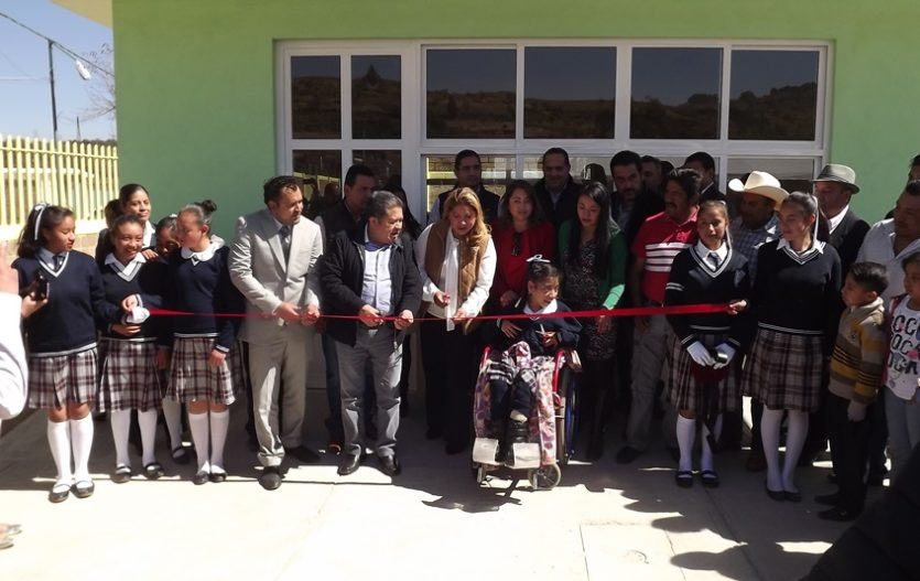 Alma Delia Pallares concreta obras y apoyos en favor de familias de Techuchulco y San Miguel de Ocampo