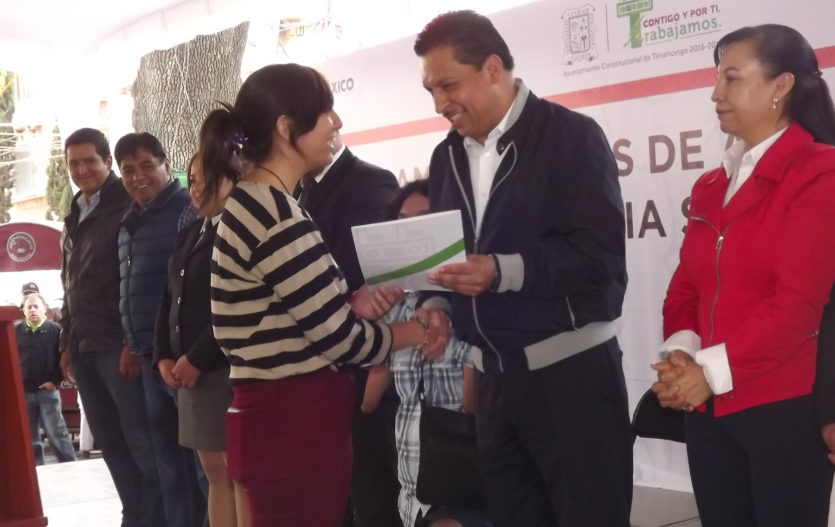En Tenancingo entregan becas a estudiantes por aprovechamiento académico
