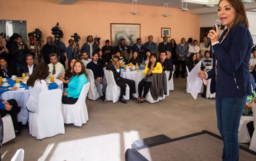 Crear un millón de empleos en seis años, el compromiso de Josefina Vázquez Mota