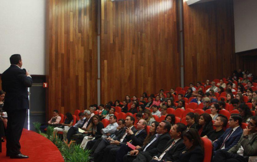 Oscar González propone construir una refinería, y un Banco estatal