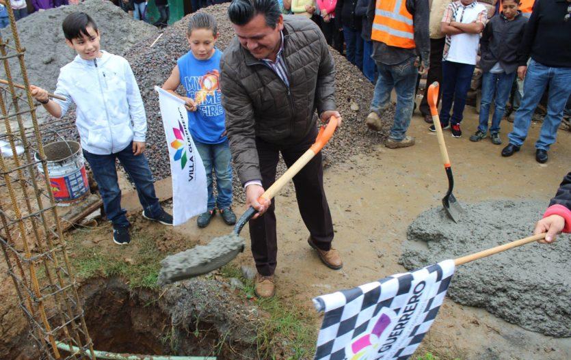 Gobierno de Villa Guerrero brinda todo su respaldo a la Educación: Tito Maya