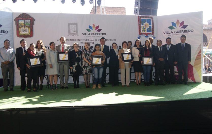 Entregan reconocimientos a villaguerrerenses destacados