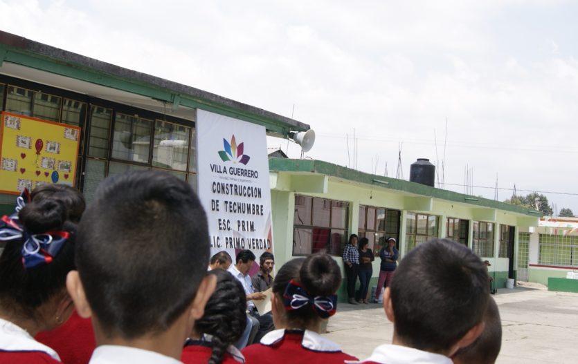 Inician edificación de techumbres en escuelas de Villa Guerrero